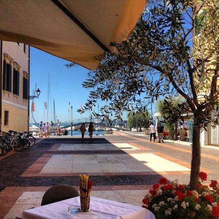 La terrazza sul Lago. - Foto di Ristorante Il Portichetto ...