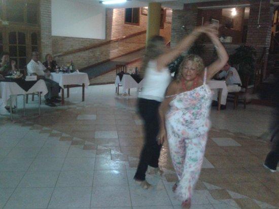 Hotel Pinares del Cerro: noche de cena show