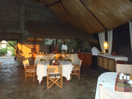 Mapito Tented Camp Serengeti: Dinning room in the lodge