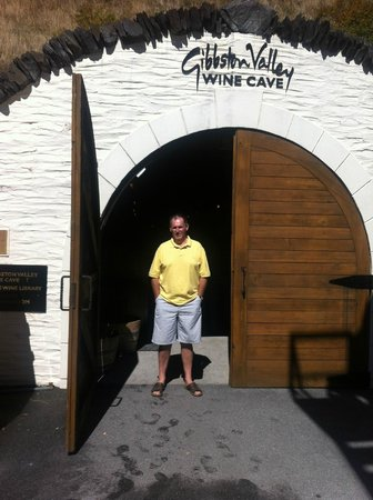 Queenstown Wine Trail: Entrance to the wine cave