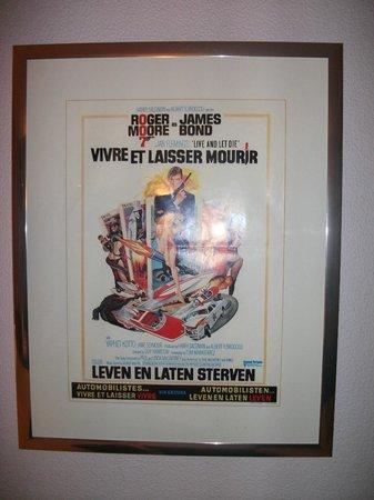 Mercure Bordeaux Centre Hotel: Poster de filme de 007