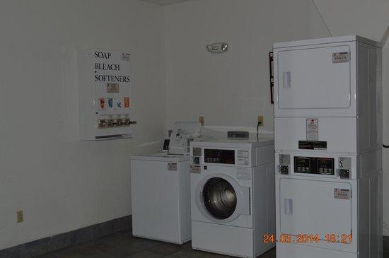 Motel 6 Tupelo: Laundry &Vending Room