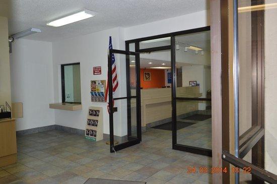Motel 6 Tupelo: Office