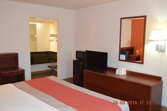 Motel 6 Tupelo: Room