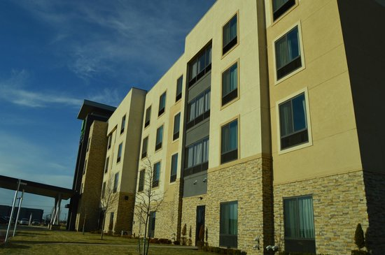 Holiday Inn Express & Suites Amarillo West: Front view of hotel