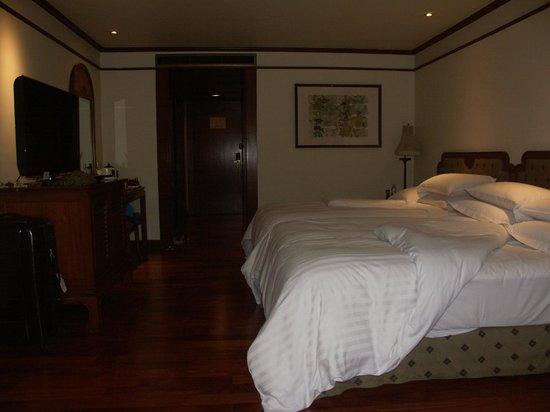 Anantara Riverside Bangkok Resort : Bedroom view