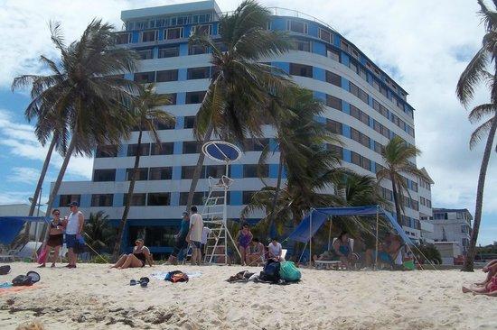 Hotel Blue Tone: enfrente a la playa y en pleno centro comercial