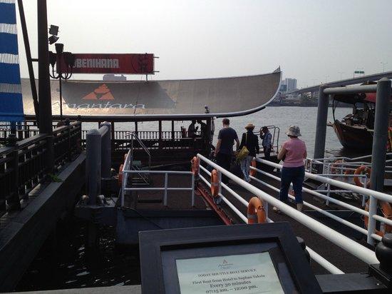 Anantara Riverside Bangkok Resort : Shuttle dock
