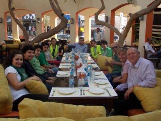 Papaya Restaurant & Cafe: ais dead 2 red race team