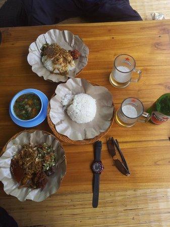 Warung Babi Guling Ibu Oka 3: 점심식사