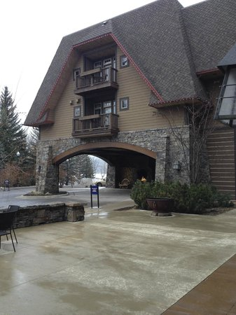 Lodge at Whitefish Lake: Front Entrance