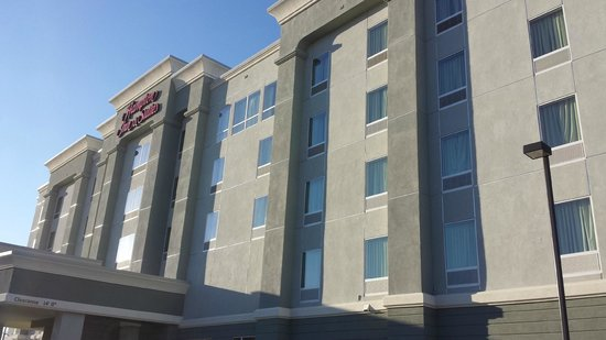 Hampton Inn & Suites Albuquerque North/I-25 : Front view of hotel