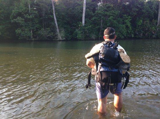 Sirena Ranger Station: Cruzando Rio Claro