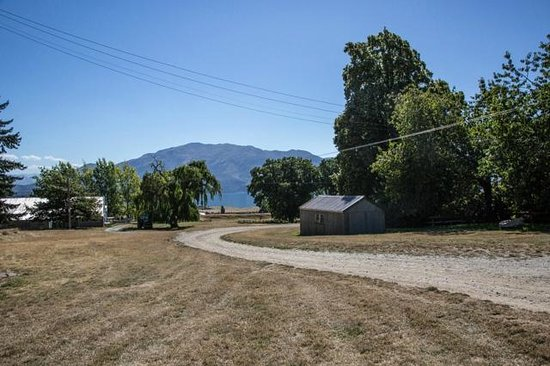 Lake Hawea Station: Looking toward lake from Packhorse Cottage porch