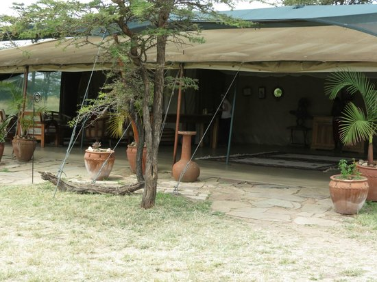 Kicheche Bush Camp: The main tent where dinner is served