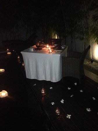 eqUILIBRIA SEMINYAK: Dinner in the room