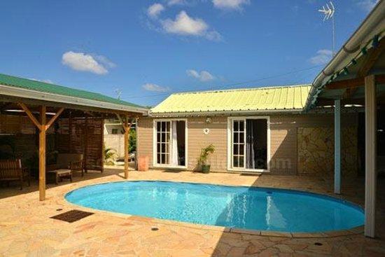 Les Colonnades : Bungalows OASIS et PARADIS vue sur piscine-390 € 6 nuits pour 2 personnes + 1 enfant de 0 à 3 an