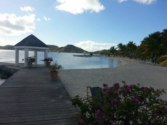 Hôtel Mercure Saint-Martin Marina & Spa : hotel beach