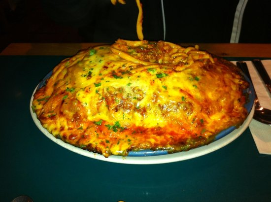 Anton's Pasta Bar : Linguini bolonaise