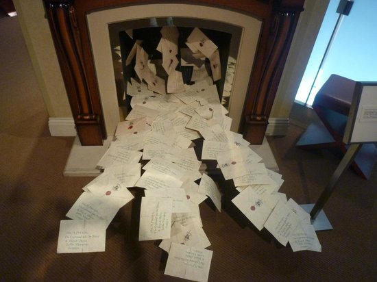 Warner Bros. Studio Tour Hollywood: Dursley's fireplace with letters from Harry Potter and the Sorcerer's Stone