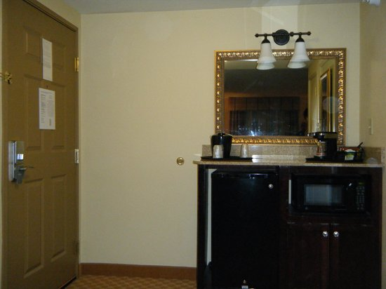 Country Inn & Suites By Carlson, Princeton : Sideboard with small appliances and fridge
