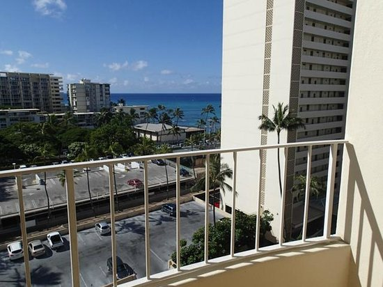 Lotus Honolulu at Diamond Head : View from 1024 Ocean View Room