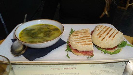 Obica Mozzarella Bar - Beverly Center: Soup e Panini.. Combo.!