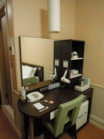 Dotonbori Hotel: 房間化粧台