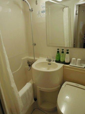 Dotonbori Hotel : 浴室(好小)