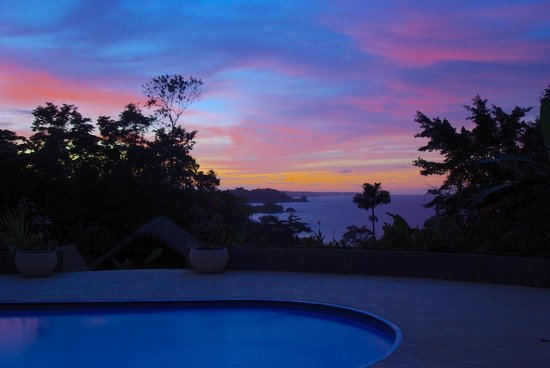 Red Frog Beach Island Resort & Spa: Sunset
