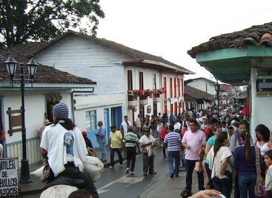 Ciudad de Segorbe Hostel Salento: busy sunday main street