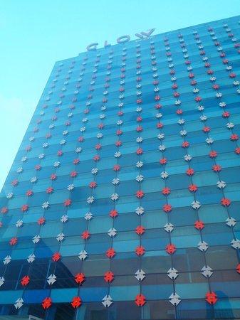 GLOW Pratunam: Hotel from Pool