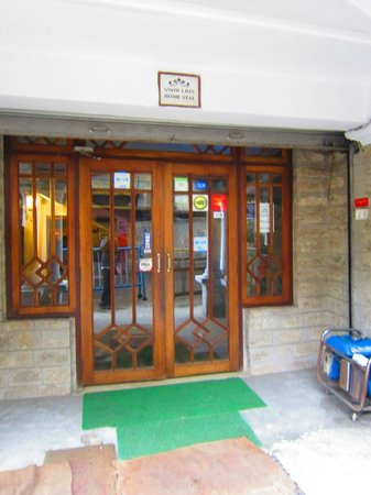 Snow Lion HomeStay: Entrance