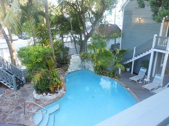 The Cabana Inn Key West: Pool area in the courtyard