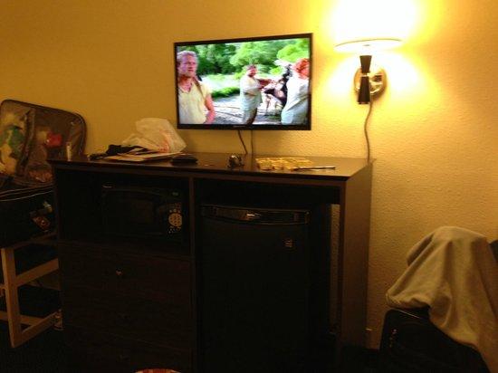 Days Inn Orlando Convention Center/International Drive : Frigobar, microondas e TV de LCD