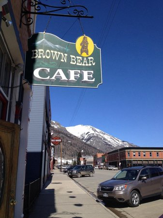 Brown Bear Cafe : Small town....big burger!