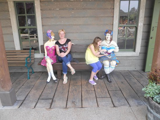 Knott's Berry Farm: These ladies were interesting!