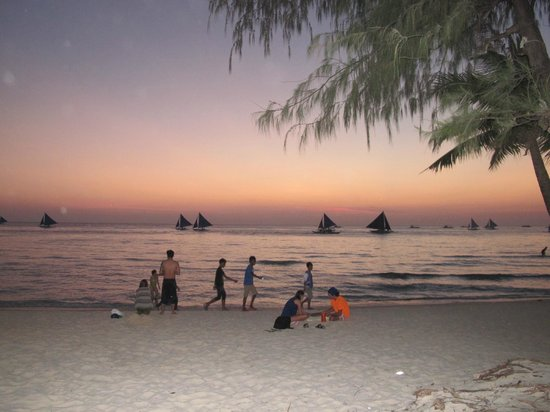 Crystal Sand Beach Resorts: sunset by the beach