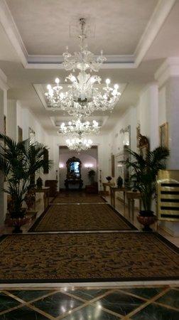 Hotel Savoy: Lobby