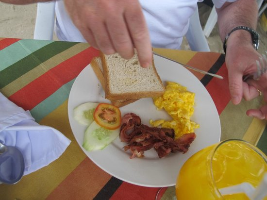 Crystal Sand Beach Resorts: Breakfast included