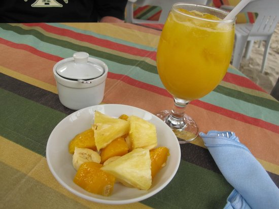 Crystal Sand Beach Resorts: fruits before serving the breakfast