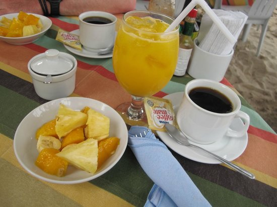 Crystal Sand Beach Resort : fruits and coffee