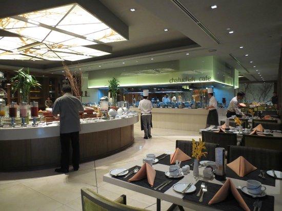 Centara Grand at Central Plaza Ladprao Bangkok: Breakfast at the Cafe