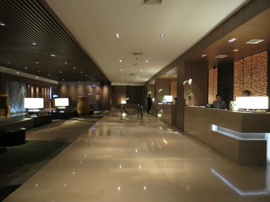 Centara Grand at Central Plaza Ladprao Bangkok : Newly made over reception lobby