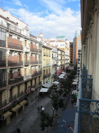 Calle preciados from our balcony picture of hotel for Hotel preciados madrid