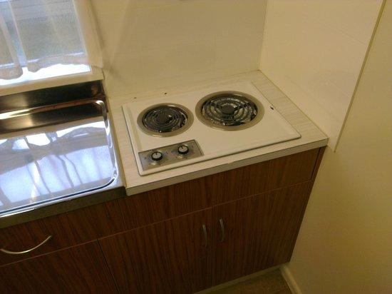 Tourist Court Motel : Clean but dated kitchen