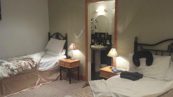 Watersedge Kenmare: Our cozy room