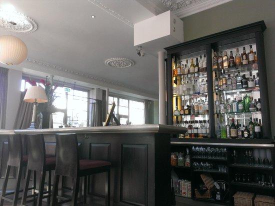 York & Albany: Bar Area During Breakfast