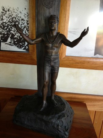 "Duke's Beach House : Duke statue at ""Duke's"" on Kaanapali beach. Maui. Hawaii"