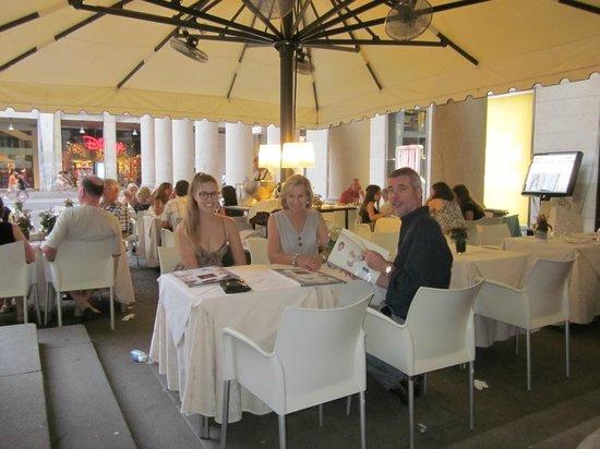 Ristorante San Carlo: Dining outside in piazza san marco